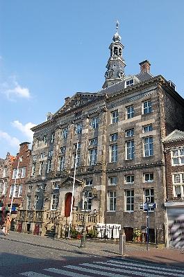 het gildehuis van de kramers werd in 1599 aangekocht. Het heette voor ...: www.groetenuitdenbosch.nl/114.htm